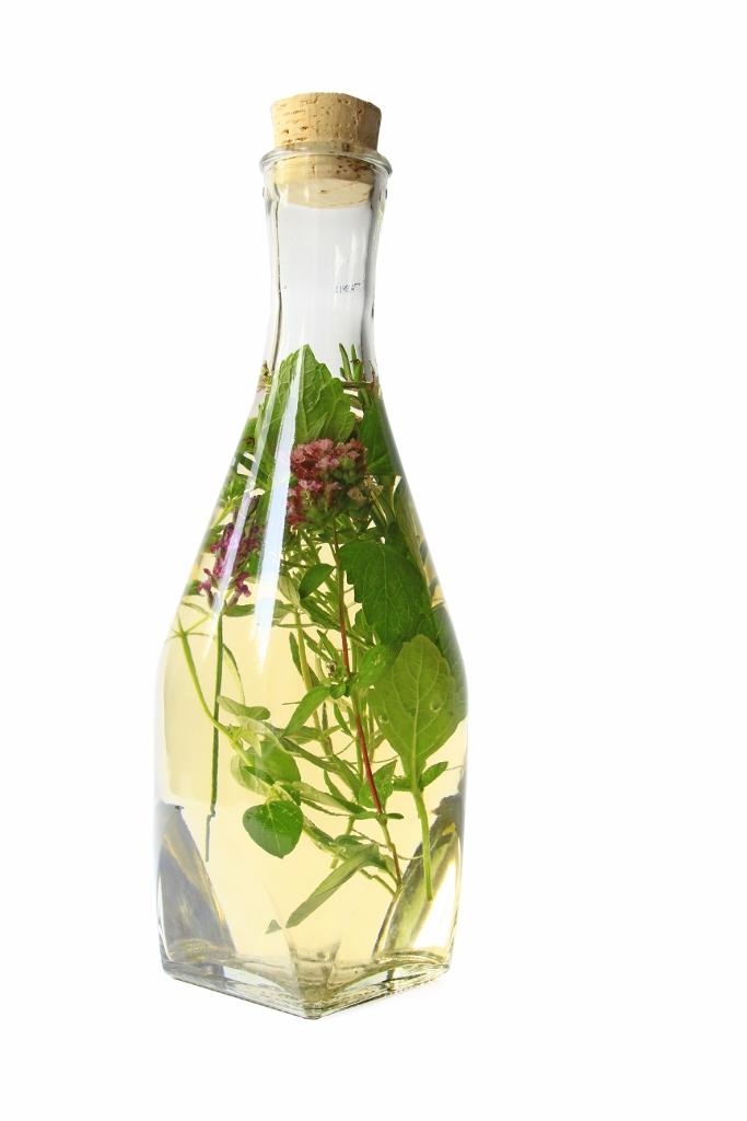 Infusión de Vinagre con Hierbas y Especias
