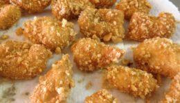 Pollo Empanizado con Chicharrón