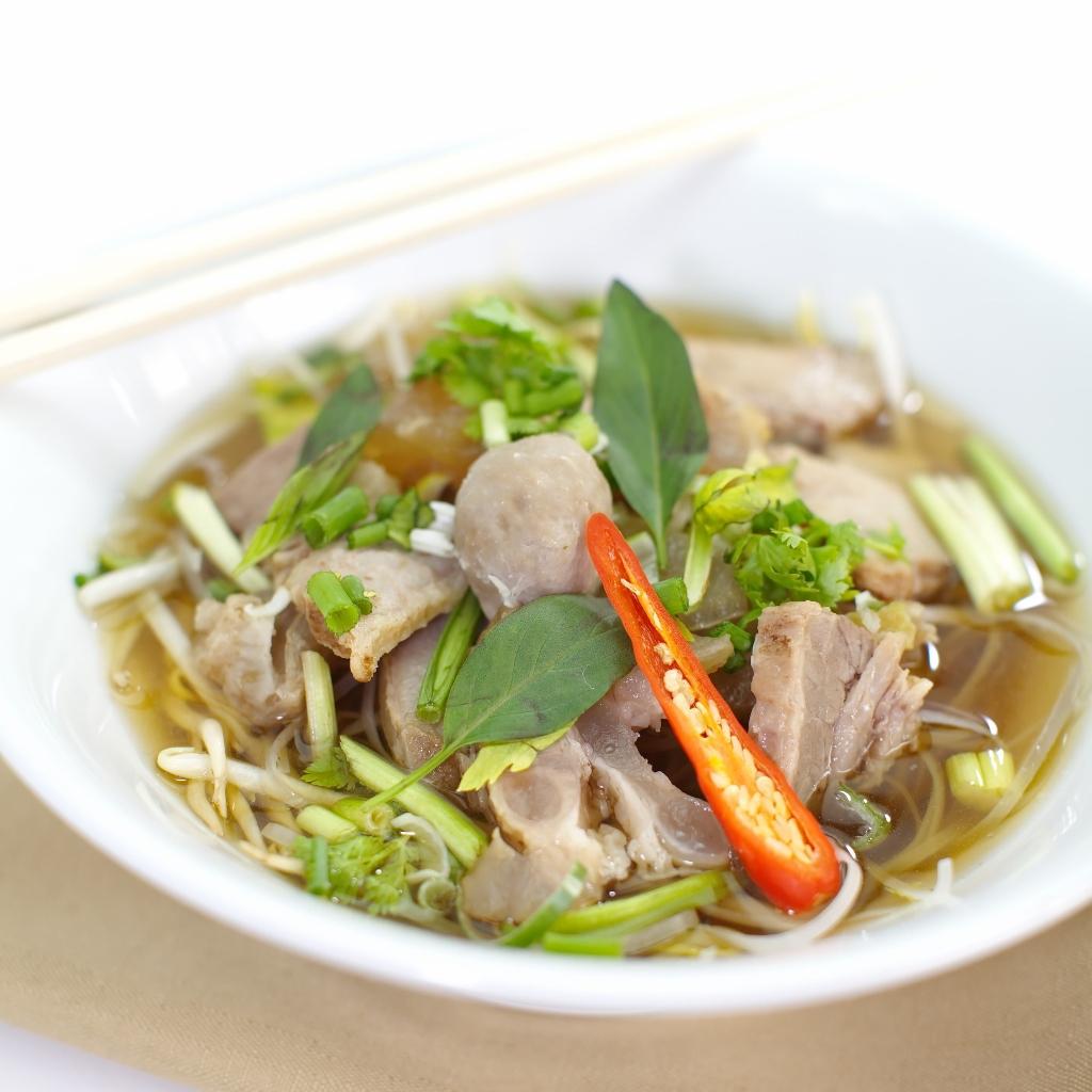 Sopa vietnamita de res